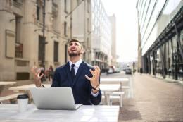 职场大龄人士为什么也经常感到压力恐慌?该怎么办呢?